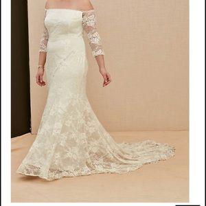 Torrid wedding dress size 1x fits size 16-18